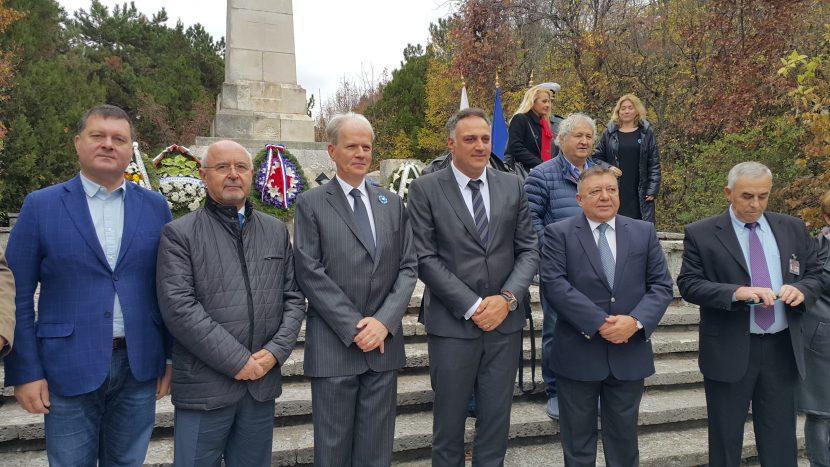 Поднесоха венци и цветя на паметника на френските войни