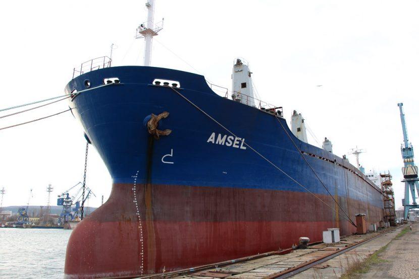 Продават на търг кораб във Варна, десетки чакат пари от сделката