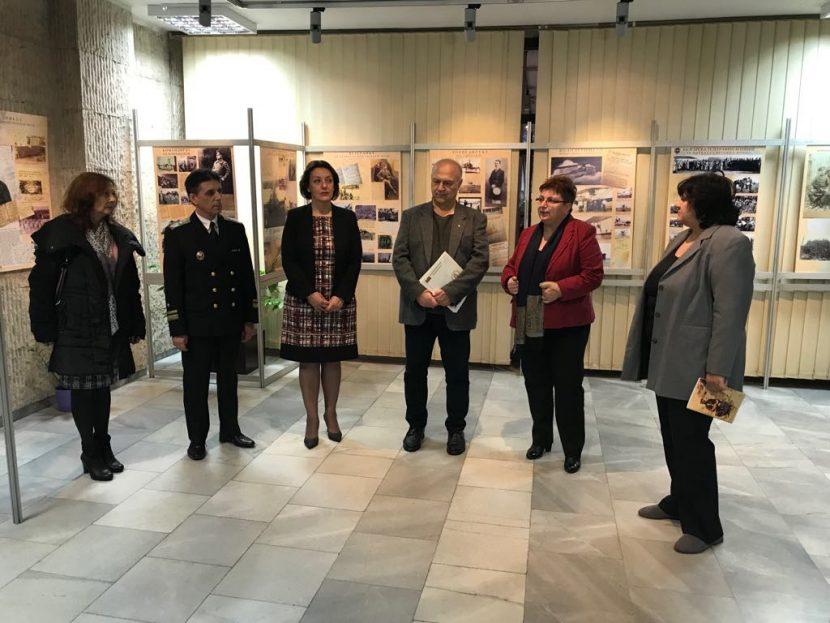 """Народният представител от ГЕРБ Емилия Милкова поздрави авторите на изложбата """"Другото лице на воините ни"""""""