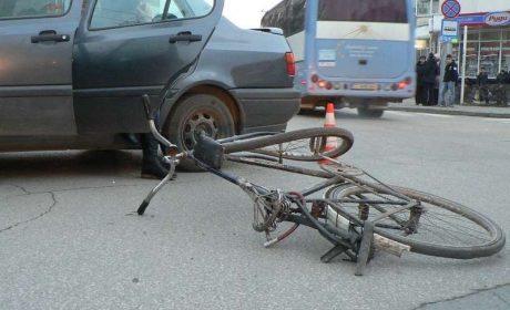 63-годишна велосипедистка с опасност за живота след катастрофа