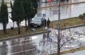 Шофьор на БМВ полетя на мокрият асфалт