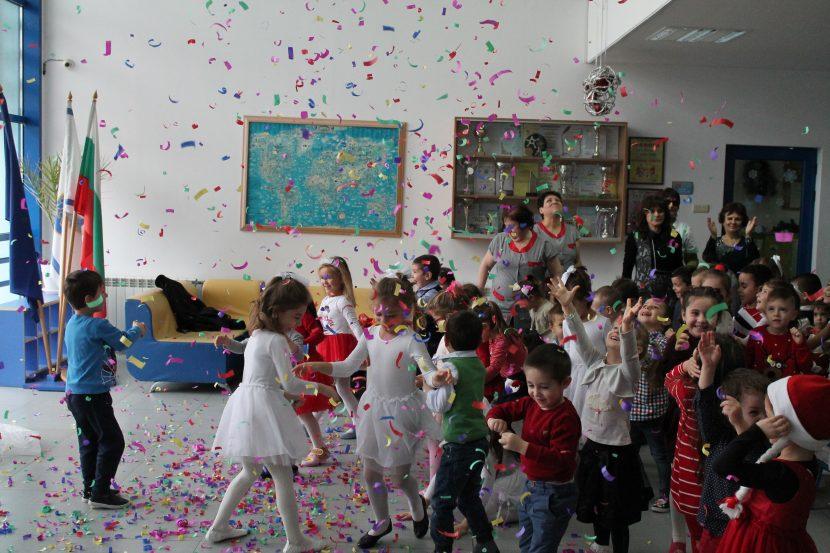 """ДГ 45 """"Морски свят"""" празнува своят 9-ти рожден ден (снимки)"""