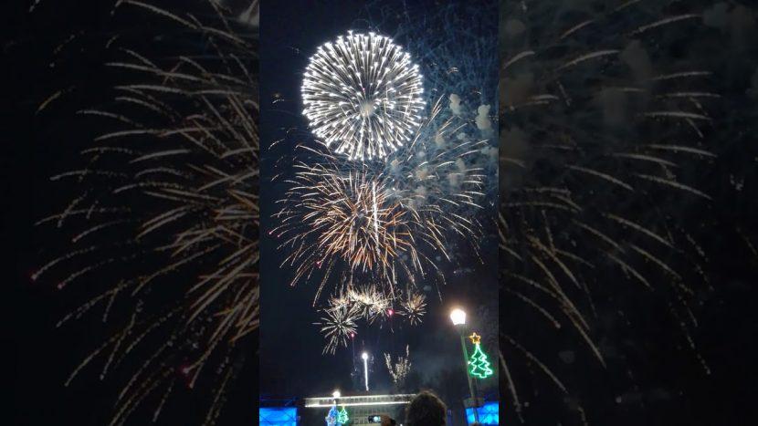 Хиляди варненци посрещнаха Нова година на площада (видео)