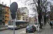 Вандали унищожават със спрей пътни знаци