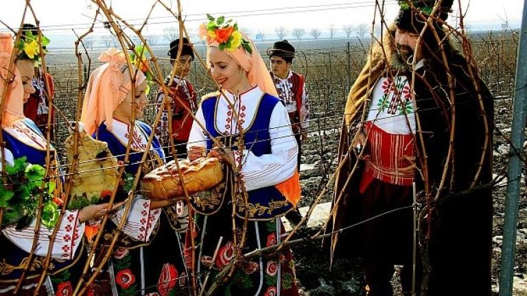 """С """"Празник на виното и веселието"""" отбелязват Трифон Зарезан край Варна"""