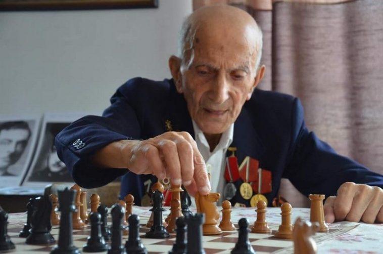 Варненският шахматист Левон Ованезов: На 95 сексът не ми е чужд