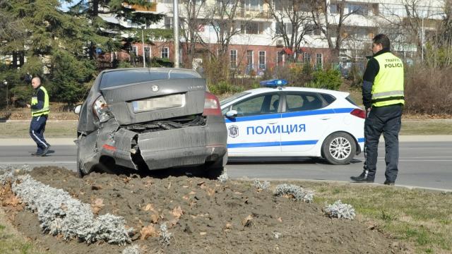 "В катастрофа на спирка ""Делфинариум"" се помляха два автомобила"