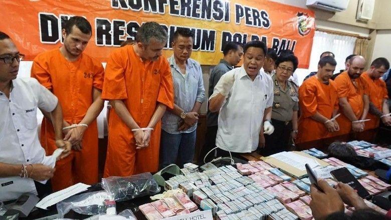 Разбиха варненска група за източване на банкомати на остров Бали (видео)