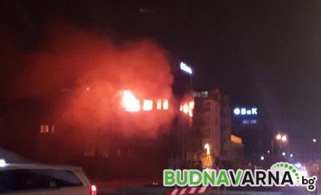 Огнен ад в апартамент до ВиК (видео)