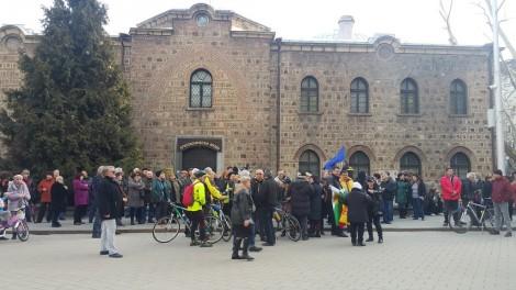 Протестиращи пред Президентството поискаха оставката на Радев