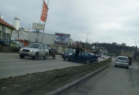 Тежка катастрофа затруднява движението в района на варненския затвор (снимки)