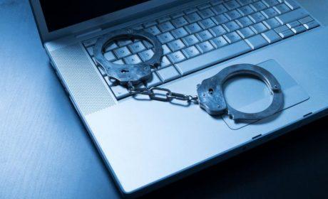Маскиран като чистач открадна 35 мобилни телефона, 5 таблета и 5 лаптопа от мол във Варна