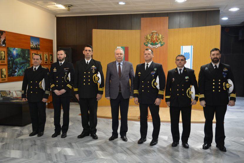 Командири на кораби от Втората постоянна противоминна група на НАТО посетиха Община Варна