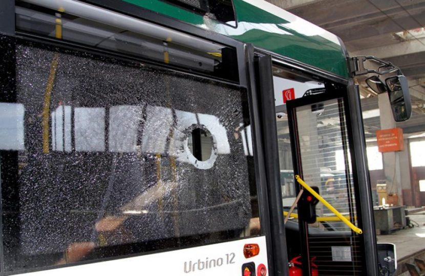Продължават вандалските набези по автобуси на градския транспорт