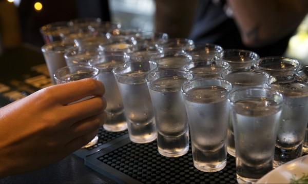 Хората, които пият заедно, остават заедно