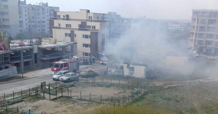 Сграда гори в момента в Кайсиева градина (снимки)