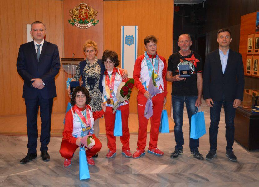 Кметът Иван Портних награди медалистите от Спешъл Олимпикс