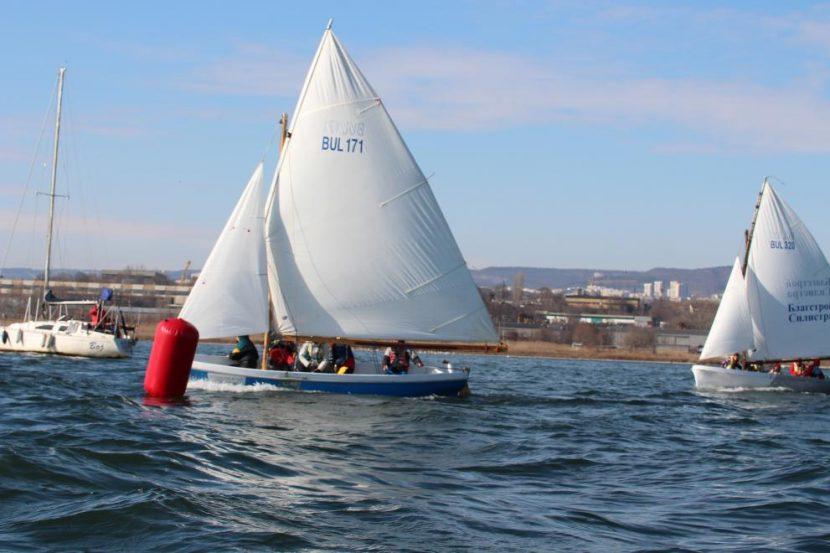"""64-та регата """"Трети март"""" стартира днес във Варненското езеро"""
