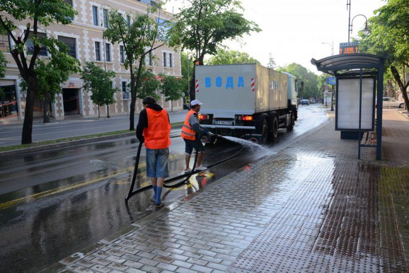 Започва миене на улиците по график през април