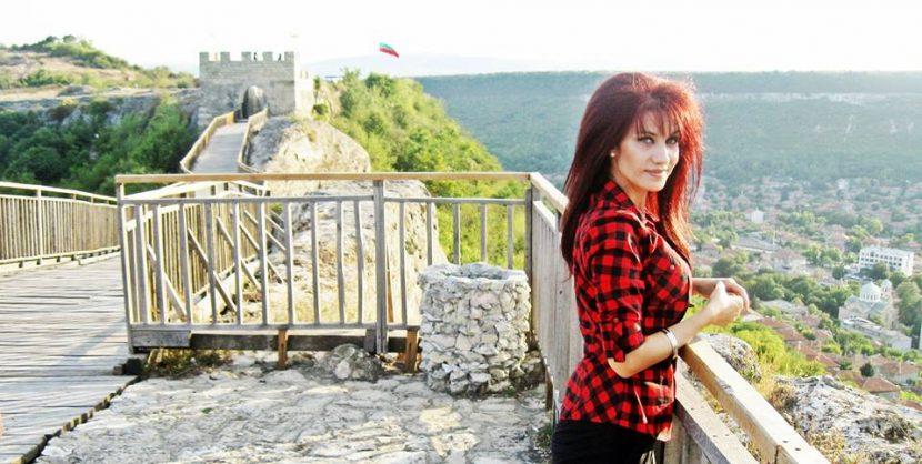 """Горда българка развълнува нацията за Гергьовден с """"Родино моя"""""""