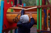 Деца потрошиха детска площадка в Аспарухово (СНИМКИ)