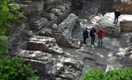 Запазена бронзова лампа от шести век откриха в центъра на Варна (СНИМКИ)