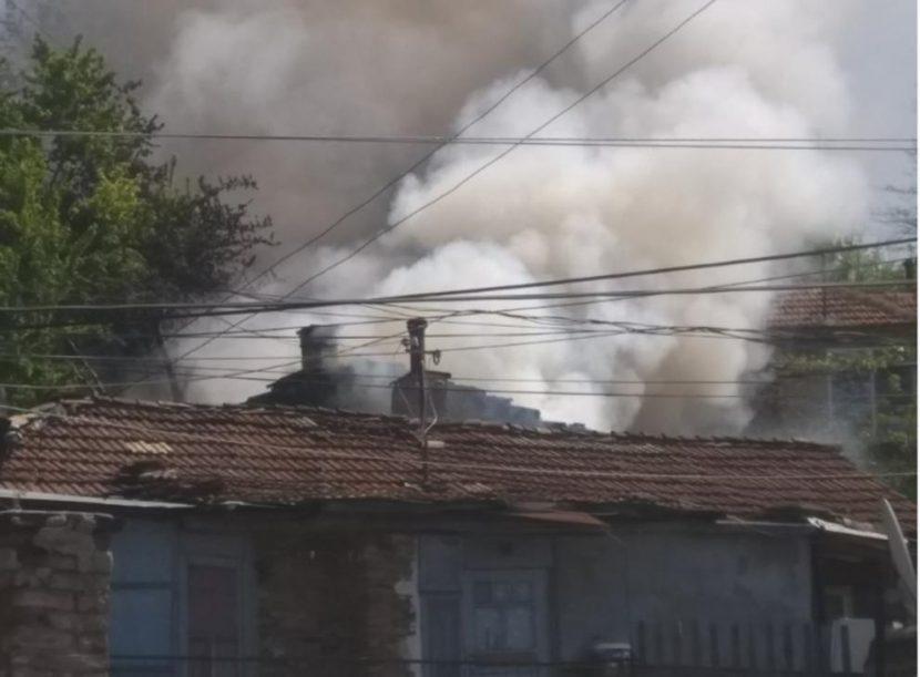 Къщи горяха във Варна, жена е обгазена
