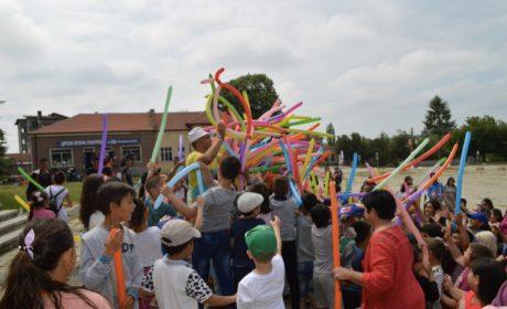 Вълчи дол отпразнува Деня на детето с песни, игри и подаръци