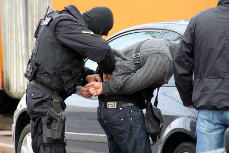 Акция: Арестуваха варненски наркодилър, претърсиха и дома му