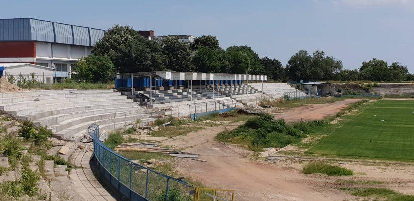 Фенове на Спартак: с 4 работници на стадиона, ще играем мачове през 2030 година (видео)