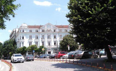 Правят етажен паркинг в центъра на Варна?