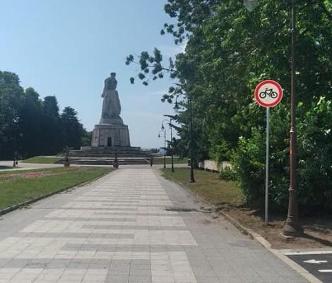 Забраната за велосипеди в Морската градина оцеля няколко часа