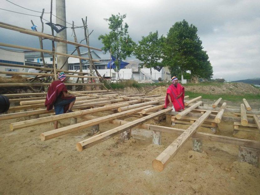 """Индианци строят в Белослав тръстиков кораб за експедицията """"Абора IV"""""""