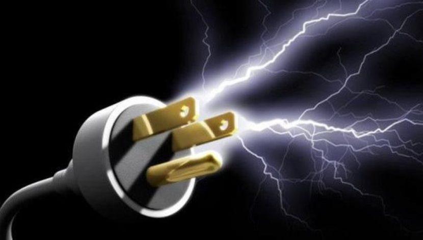 10 токови удара за 15 минути във варненски квартал