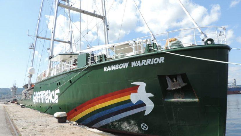 """Корабът на """"Грийнпийс"""" акостира във Варна, отваря врати за граждани"""