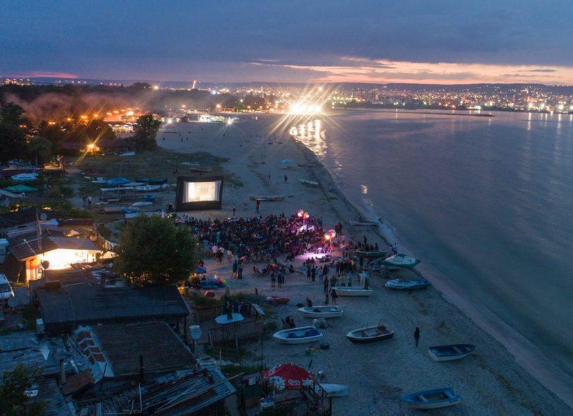 """Кино на пясъка: Започва международният фестивал """"Карантината"""""""