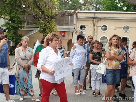 Варненски медици: Продължаваме с протестите докато не видим резултати (снимки)