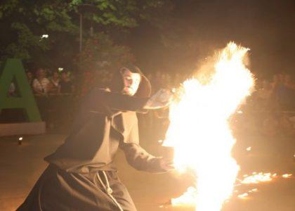 """Впечатляващият огнен спектакъл на """"Палячи"""" смая публиката на фестивала FUNCITY+2019"""
