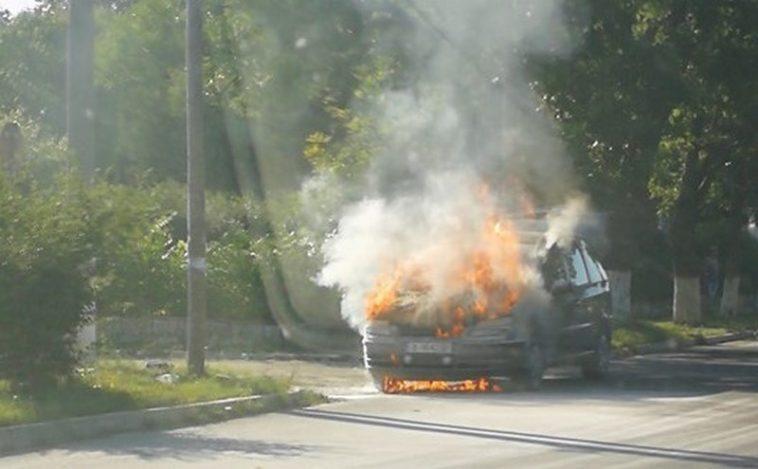 Автомобил изгоря като факла в Приселци (видео)