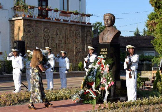 Откриха паметник на Левски в Дългопол