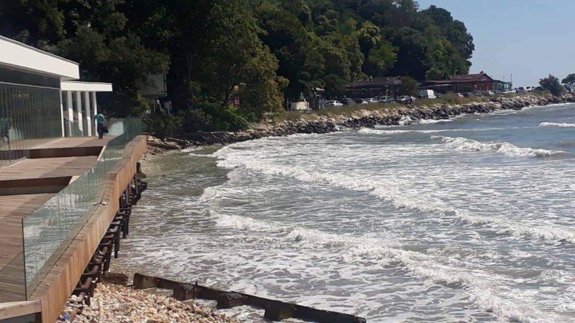 Откриха тялото на момиченцето което изчезна в морето вчера