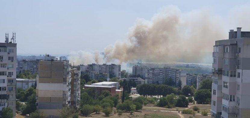 Пожарът във Варна е обхванал около 40 декара