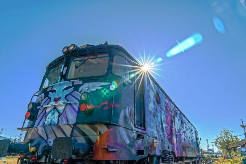 Уникален арт локомотив на разположение на варненци