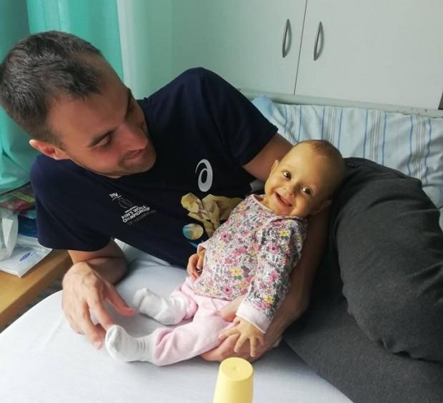 Бащата на бебе Калина става донор за животоспасяващата операция след дни