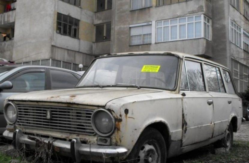 Премахват стари автомобили от паркинга на КАТ – Варна