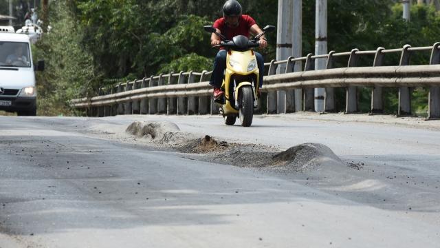 """Подстъпите към Аспаруховия мост са в """"причудлив"""" вид (снимки)"""