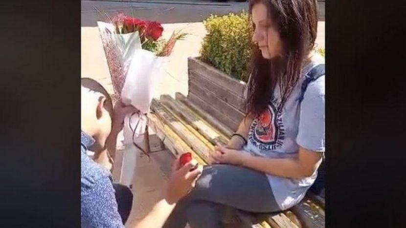 Неуспешно предложение за брак в Добрич – хит в интернет (видео)