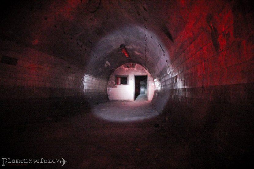 Гигантското бомбоубежище в недрата на Варна (снимки)