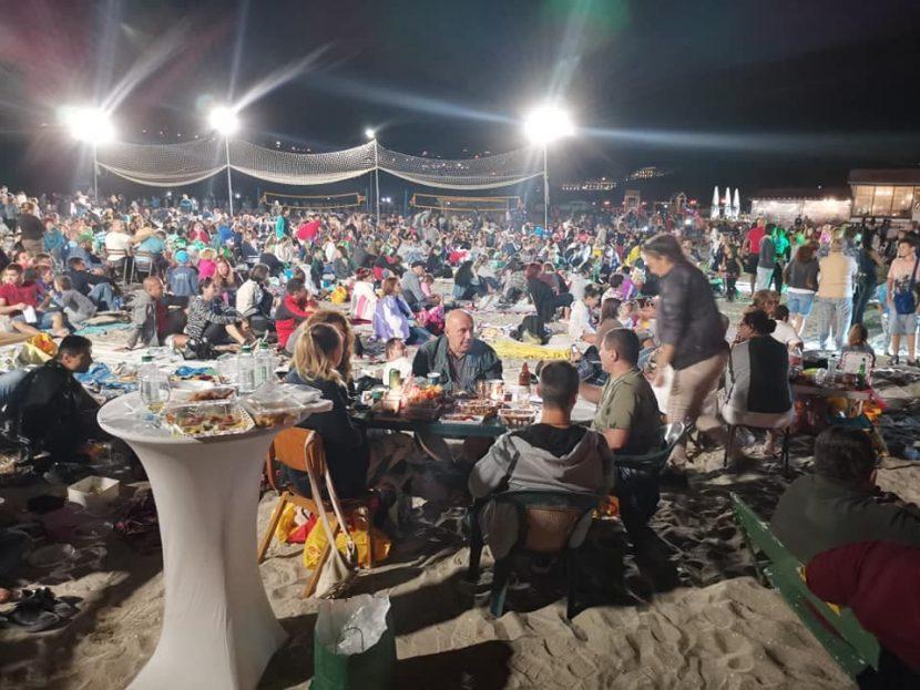 """""""Най-дългата вечеря на плажа"""" се проведе за пета поредна година (видео)"""