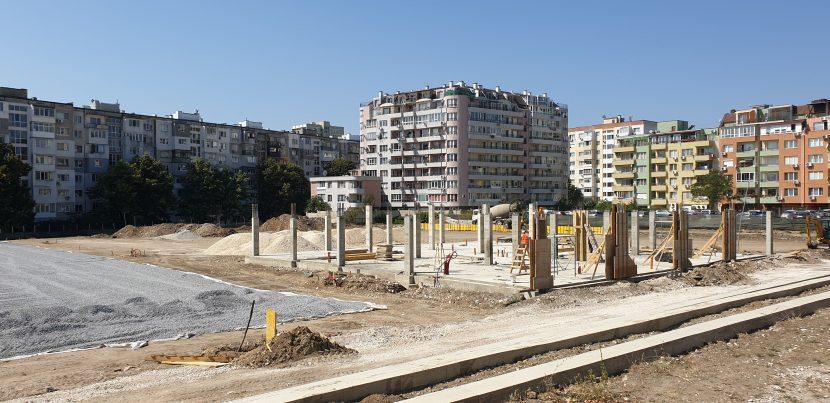 """Продължава строителството на новия спортен комплекс на ул.""""Студентска"""" (снимки)"""